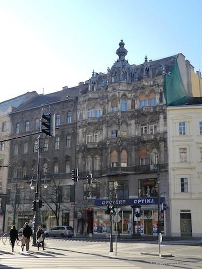 Ilyen szexbolt miatt szerethető Budapest - Intim Center Astoria