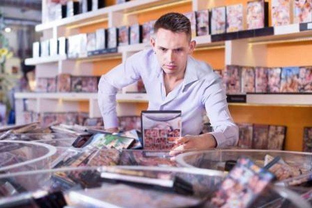 Hatalmas DVD film kínálat, videókabinok az Intim Center szexboltban