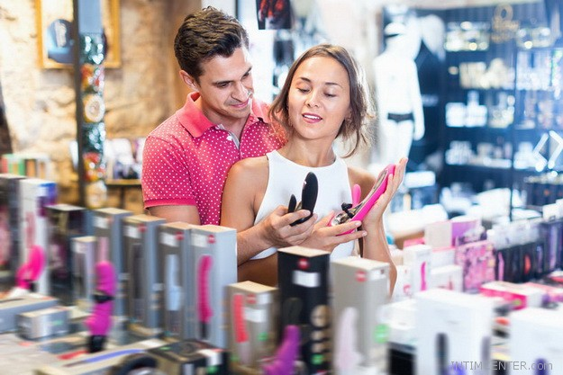 Szexshopban közös vásárlás a partnereddel olyan mint egy előjáték
